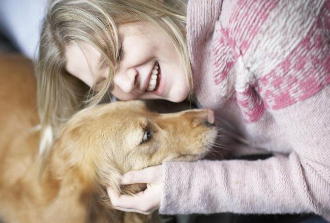 女子与狗狗同吃同睡,三个月后肚子疼,送医检查后……