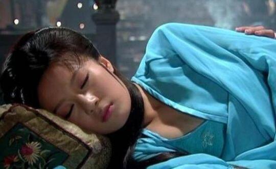 清朝后宫规定,为何宫女睡觉需并拢双腿,否则会受到处罚?