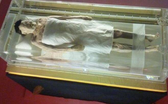 专家揭秘古墓不腐女尸 开棺时肚子突然鼓起来!