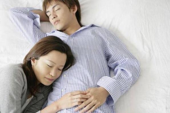 夫妻走亲戚为什么不让同床睡?三个原因让你不得不忍住!