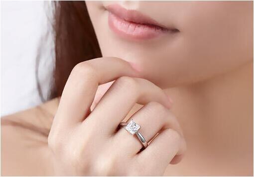 女人是否结过婚看一处便知 已婚女与未婚女最明显的区别