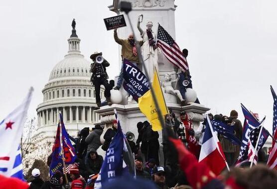 """亚马逊加入""""封杀""""行列,特朗普支持者阵地Parler被迫下线"""
