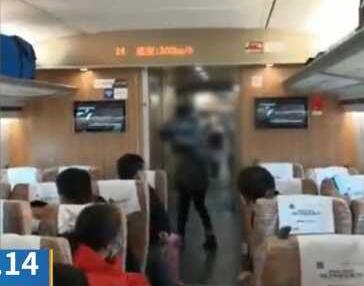 女子大闹高铁不戴口罩打哭乘务员,民警直接带走!