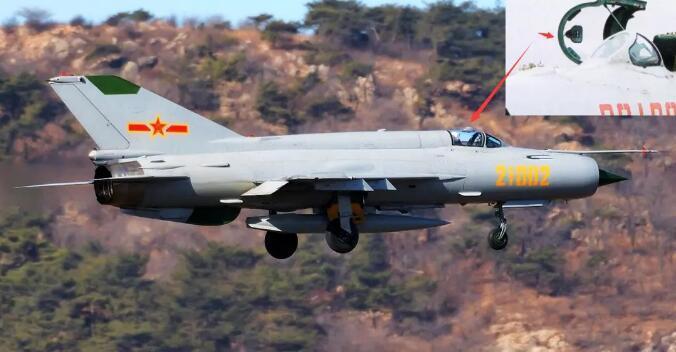 歼-20上的这个细节:之前都被取消了,为何现在又重新装上