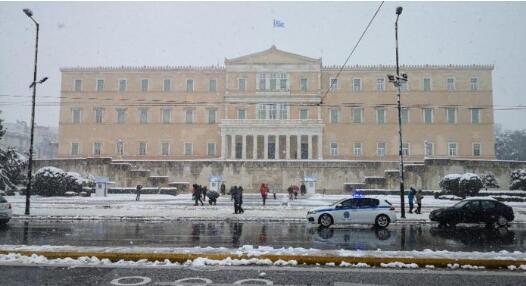 希腊雅典也没逃过暴雪侵袭,各方相互指责已乱作一团
