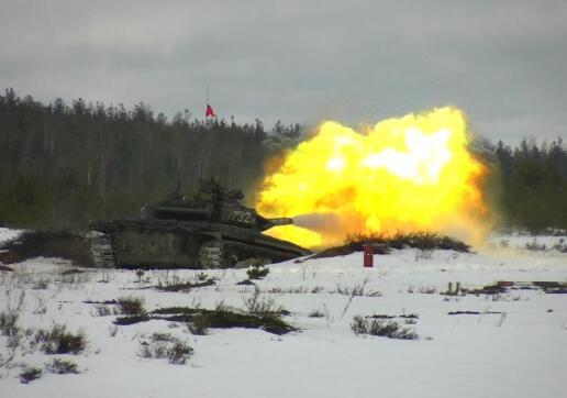 """俄各军区举行""""坦克两项""""选拔赛!"""