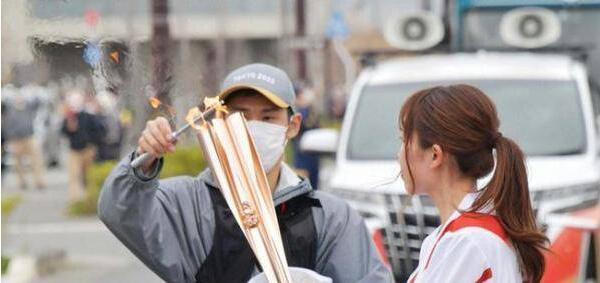 东京奥运火炬又灭了:传递两天已意外熄灭两次