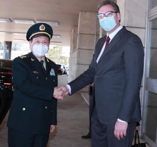 魏凤和访塞尔维亚,到南联盟使馆旧址前凭吊烈士