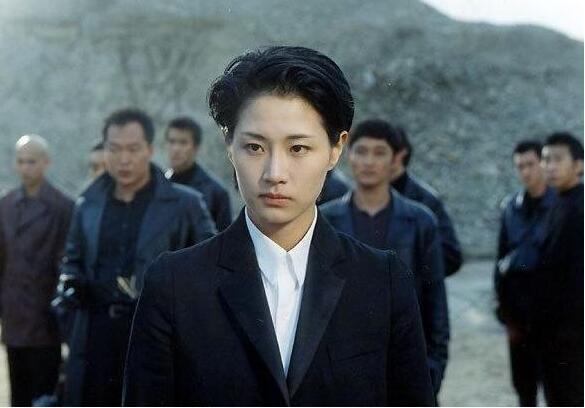 中国最有名的3个女黑帮老大,一个比明星还美,一个包养16个男宠