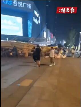 海口一商场门口游乐设施倒塌视频疯传朋友圈!回应来了️:并非发生在海口
