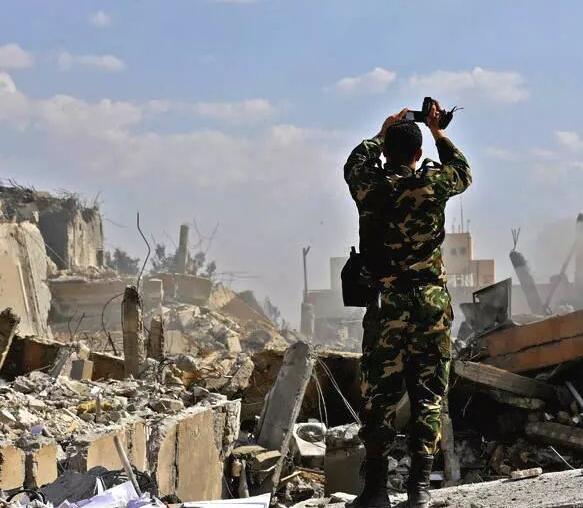 以色列深夜空袭 叙防空部队反击摧毁部分导弹