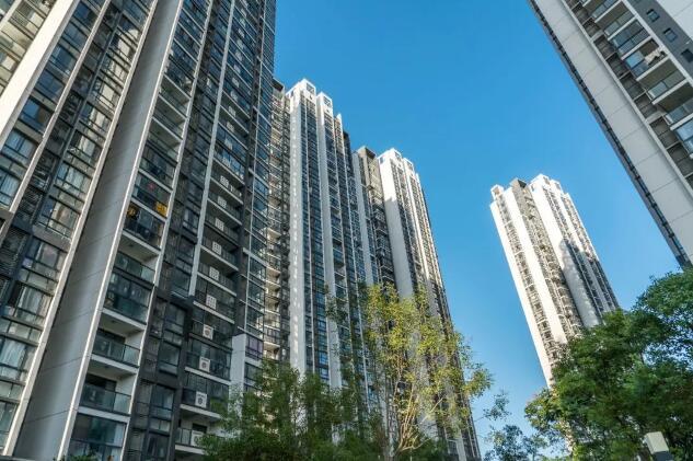 广州一小区业主将4万的房子卖2.8万,邻居集体投诉,为什么?