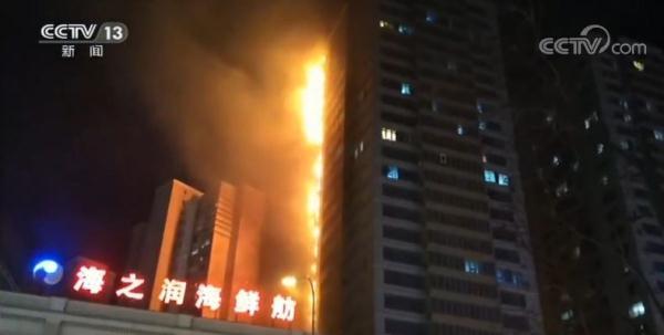 """沈阳居民楼大火后""""灵魂提问"""":不着火时,也能不堵消防通道吗?"""