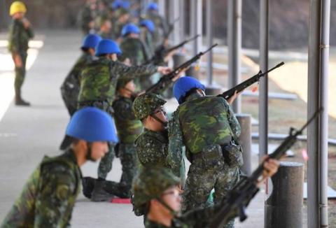 台女兵夜店狂欢遭男兵性侵25万和解,网友怒:军队在干啥