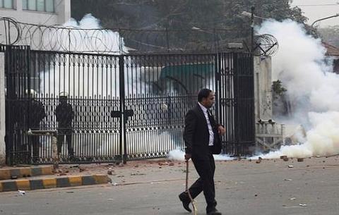 巴基斯坦200律师暴力抗议冲击医院致3死4伤