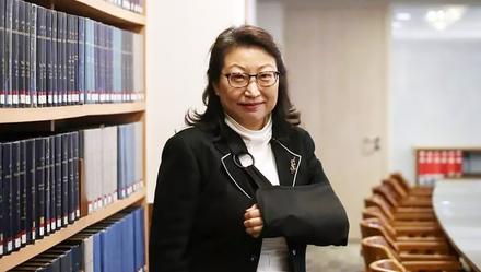 遇袭后有意辞职留英?香港律政司司长郑若骅首次正式回应