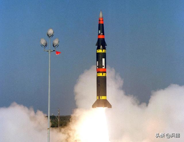 美国撕破中导条约,试射最新导弹!和中国某型导弹长得实在太像了