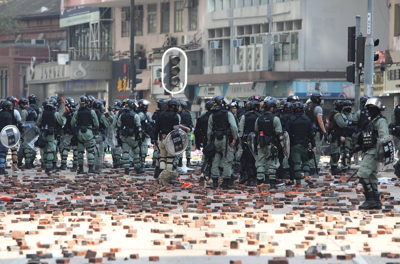 感动!香港市民全力支持警察加薪:他们实在太辛苦!