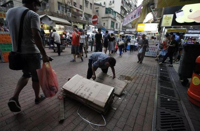 香港贫穷人口创近十年新高,暴徒找工作困难,还想怎样搞?