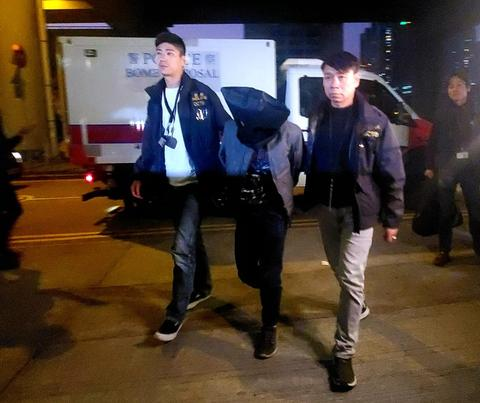 原计划炸警总!香港试爆炸弹疑犯被押回中学调查
