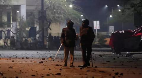 骚乱升级,印度警方攻入大学