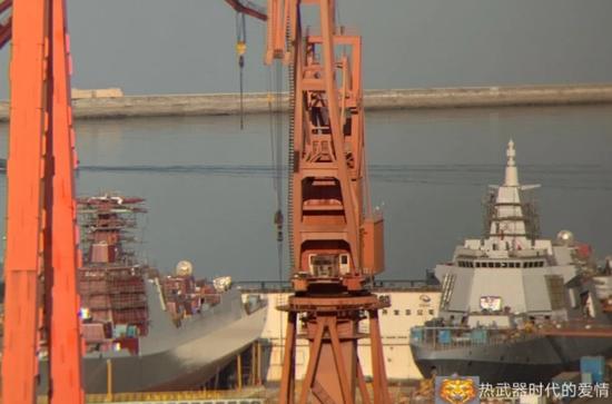 大连船厂最新1艘055万吨大驱进展神速 即将下水