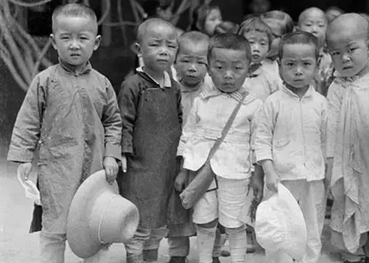 """百年前的""""高富帅""""和他留下的京城百态"""