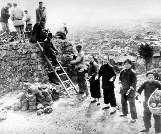 逃难,吃树皮,死刑犯,摄影记者镜头下内战时期的中国民生
