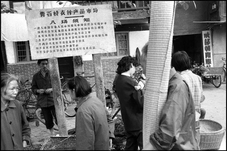 1984年,一个法国摄影师拍下的成都街头