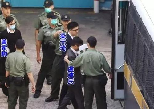这群黑小将们让香港的平安夜不平安  降服他们可用这招儿!