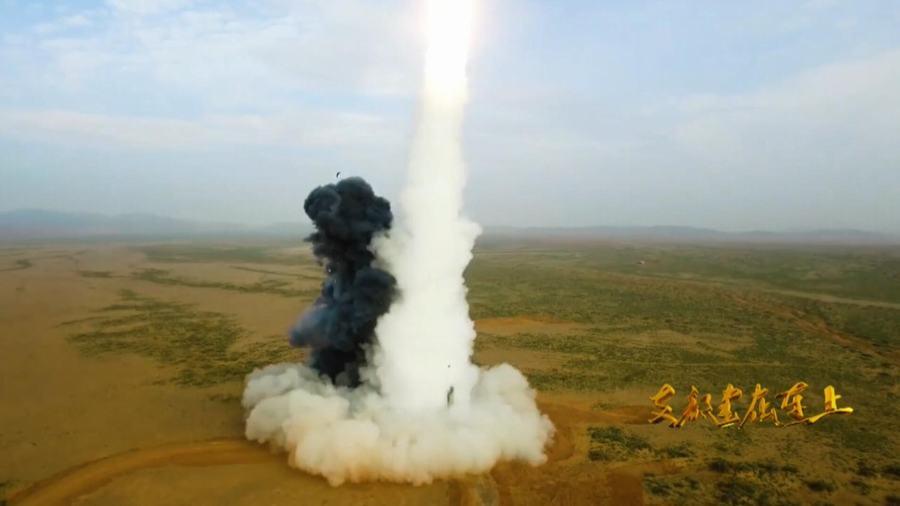 先弹出后点火:东风26导弹发射瞬间罕见曝光