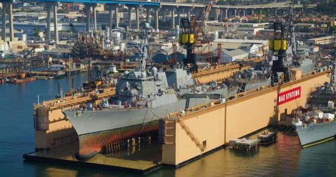 """美国船厂炫耀""""一坞双舰""""维护能力 船坞为中国制造"""