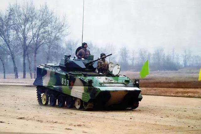 """解放军空降兵唯一主力战车 何时实现""""一个好汉三个帮""""?"""