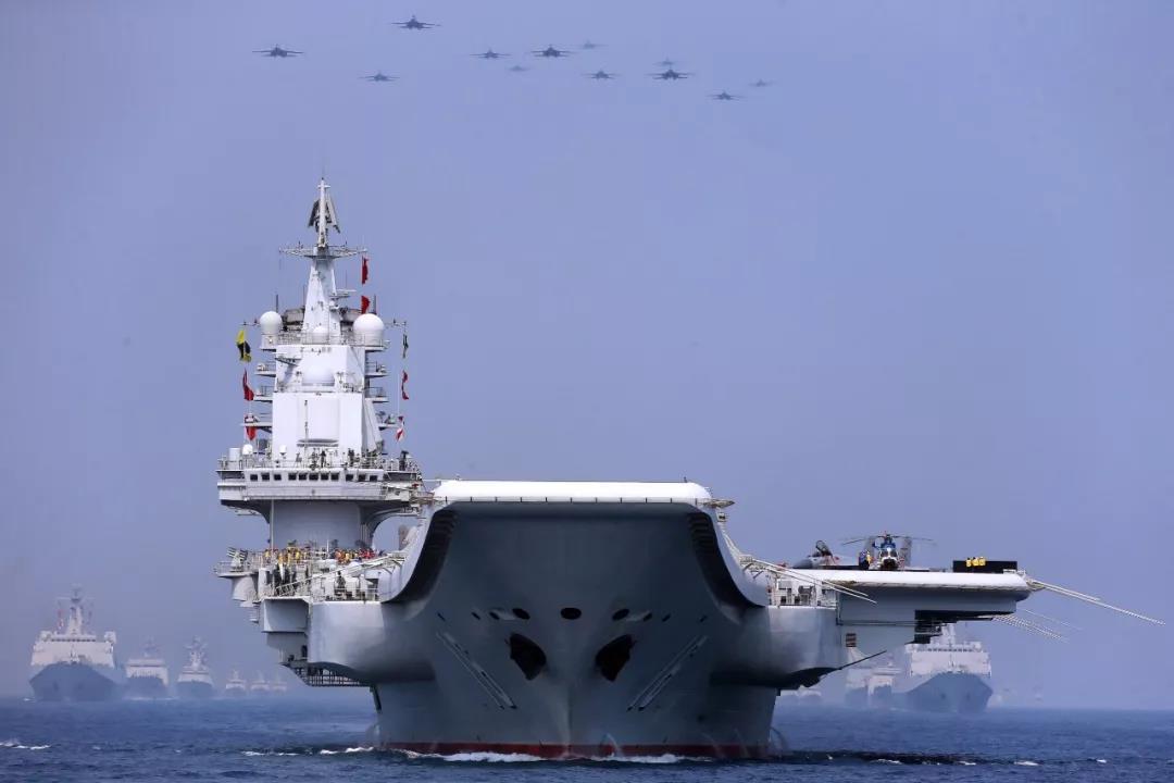"""跨進雙航母時代的中國海軍 招待的不僅是""""南海長條桌""""上的食客"""