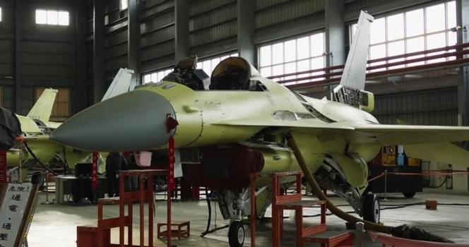 號稱用它對抗解放軍?臺灣F-16V戰機升級組裝線曝光