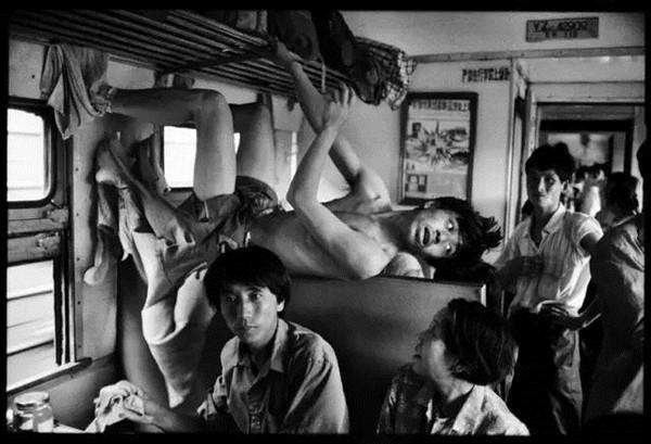 火车上的中国人:回家的路途曲折,却又心生向往