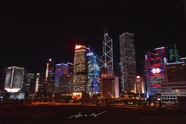 都说香港特别发达,内地游客第一次来却不敢相信:怎么这么破?