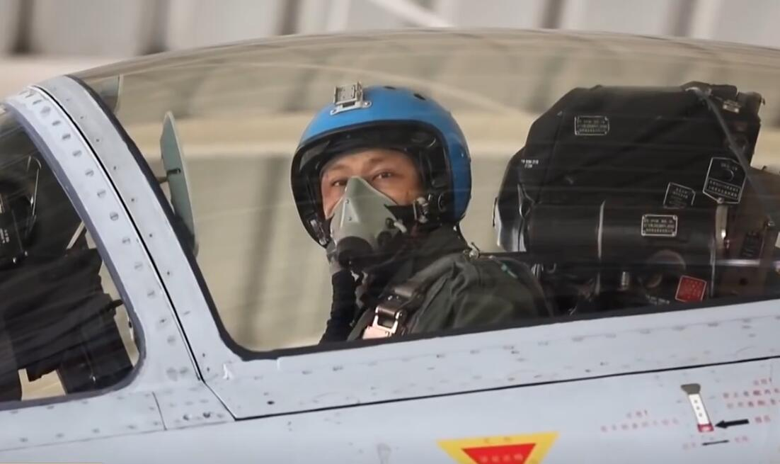 歼15舰载机部队训练新照曝光 这些视角不多见