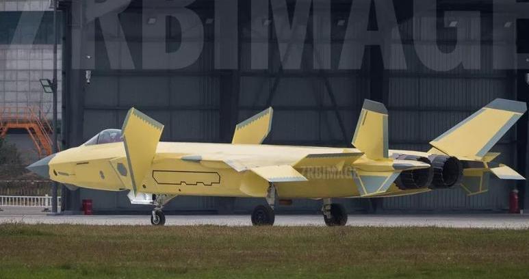 张召忠:中国轰-20战略轰炸机很有可能在今年亮相