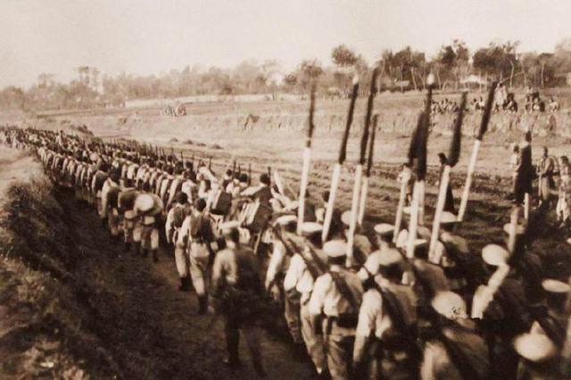袁世凯训练的清末新军究竟有多强大?看看当时的训练照就明白了