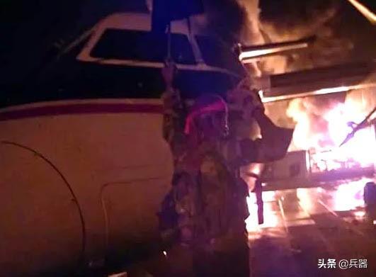 美军一基地被端了!珍贵侦察机被毁 7架飞机被恐怖分子烧成废铁
