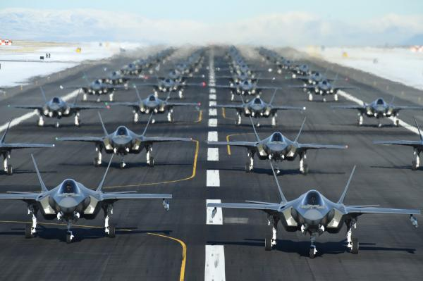 美宣布首个F-35联队具备完整作战能力 52架同时升空