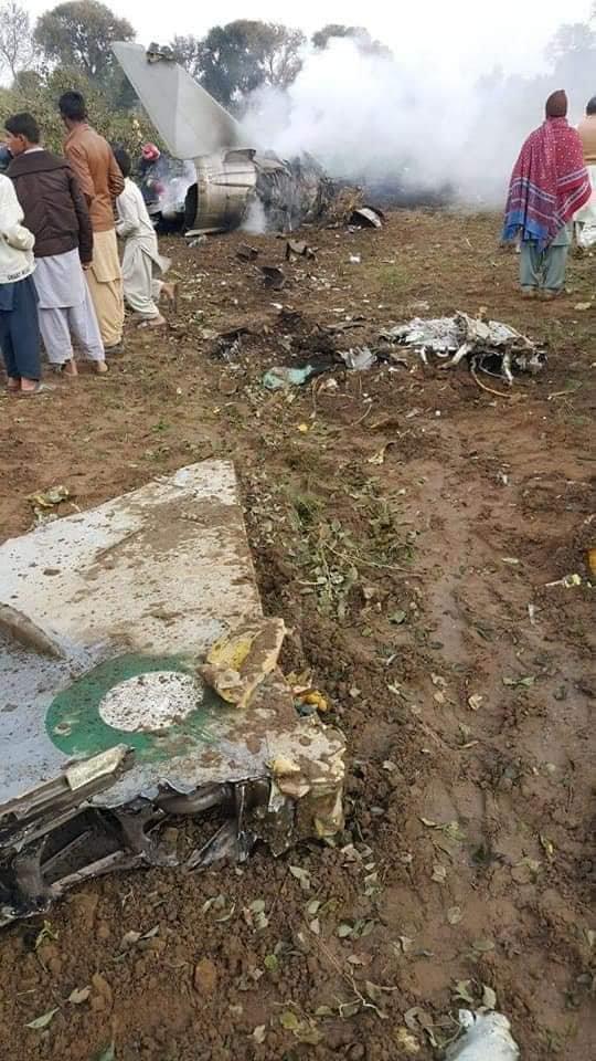 巴基斯坦1架战斗机坠毁 两名飞行员丧生