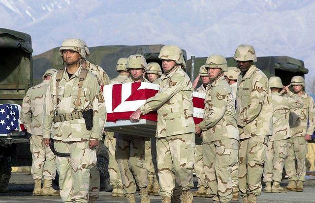"""阿富汗军阀的致富之路:向美军收""""保护费""""每月入账五百万美元"""