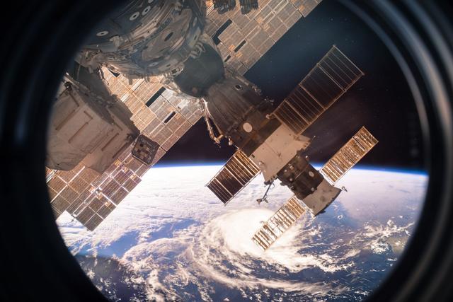 俄军卫星突然变轨靠近美间谍卫星 美军严阵以待!