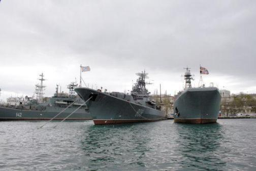 美伊战争一触即发,俄海军中东频繁活动,俄巡洋舰已进入北约军港