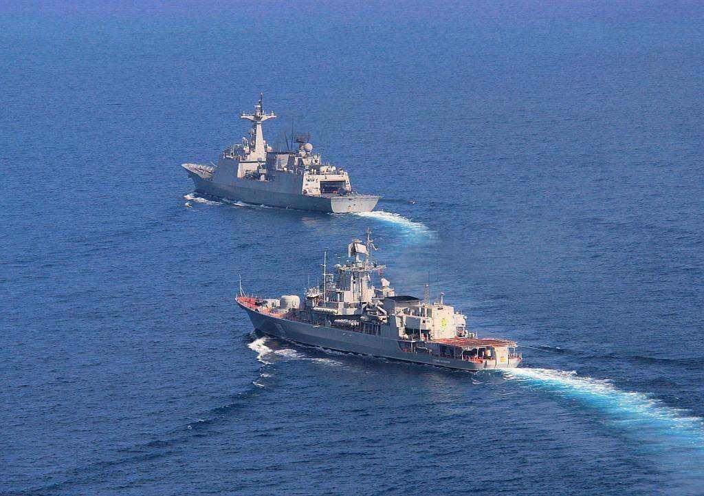 俄运输船紧急驰援伊朗,战机伴飞!如遇威胁直接开火