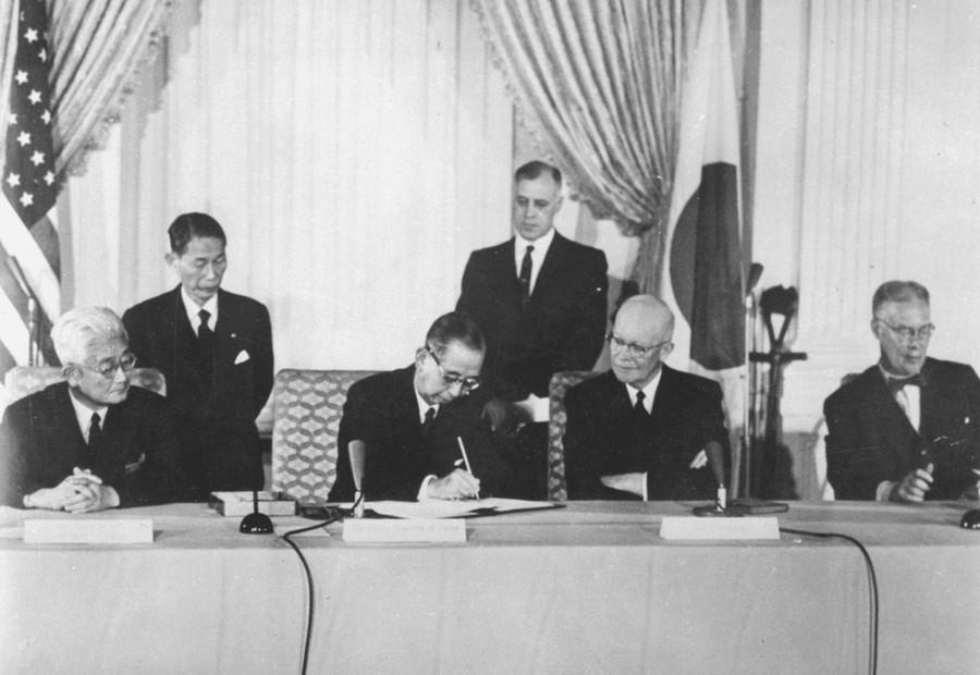 《日美安保条约》签订60年,为何安倍现在成了惊弓之鸟