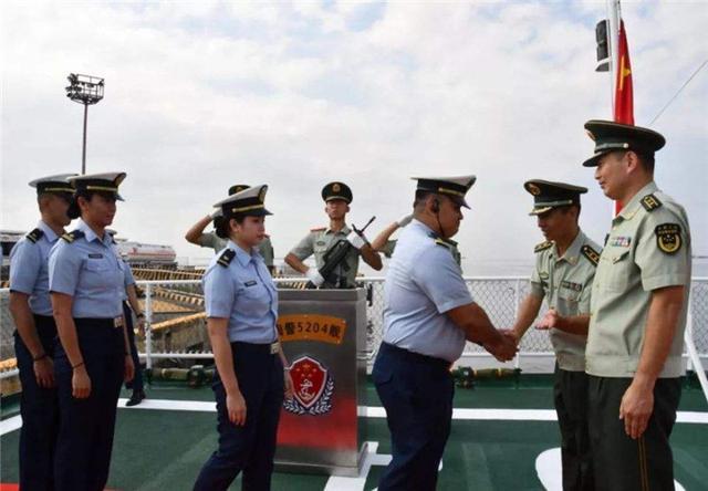 南海生变,马尼拉迎来中国舰艇,杜特尔特喜笑颜开,外交部怒赞