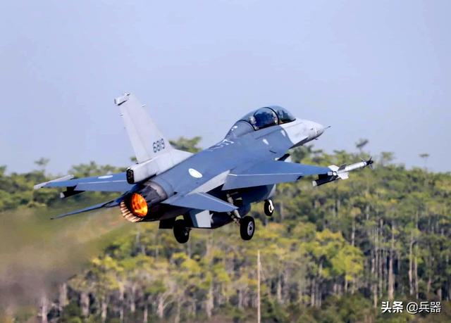 美国又搞事:给台岛F-16战机升级,送上新合同!一最强利器已曝光